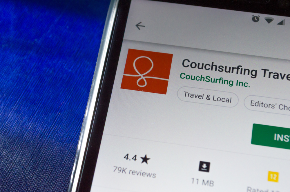 couchsurfing, how to make money while traveling the world